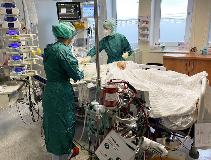 Mitarbeiter der intrinsischen Intensivstation im Uniklinikum Salzburg