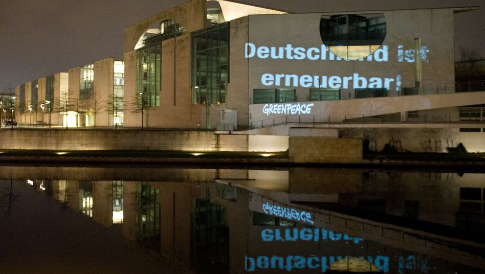 Projektion auf dem Kanzleramt: Wie erneuerbar ist Deutschland?
