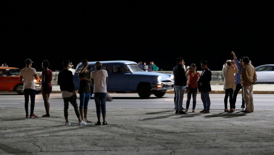 Menschen versammeln sich nach Castros Tod in Havanna