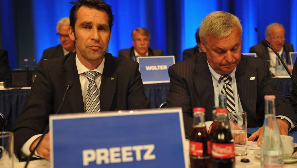 """Hertha-Manager Preetz (l.), """"Müssen natürlich den Wiederaufstieg schaffen"""""""
