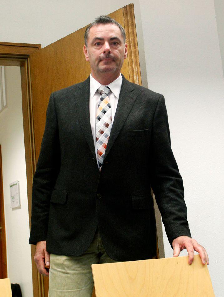 Robert W. klagte gegen seine Kündigung