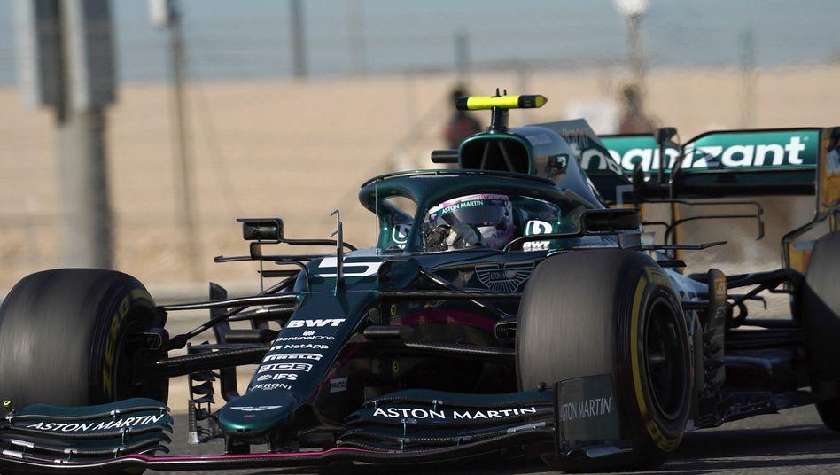 Formel 1 Sebastian Vettel Wird Im Aston Martin Zum Fahrschüler Der Spiegel