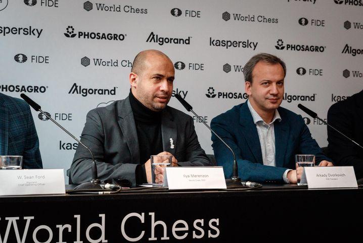 World-Chess-Präsident Ilya Merenzon (l.) und Fide-Präsident Arkady Dvorkovich (r.).