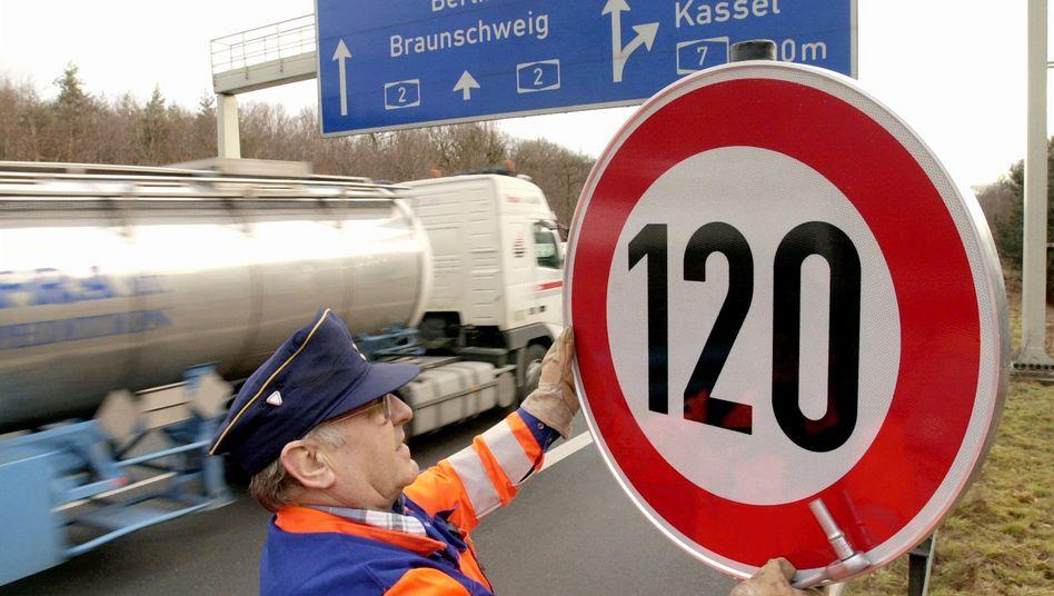 """Schild mit Höchstgeschwindigkeit von 120 km/h: """"Der Rest der Welt macht es längst so"""""""