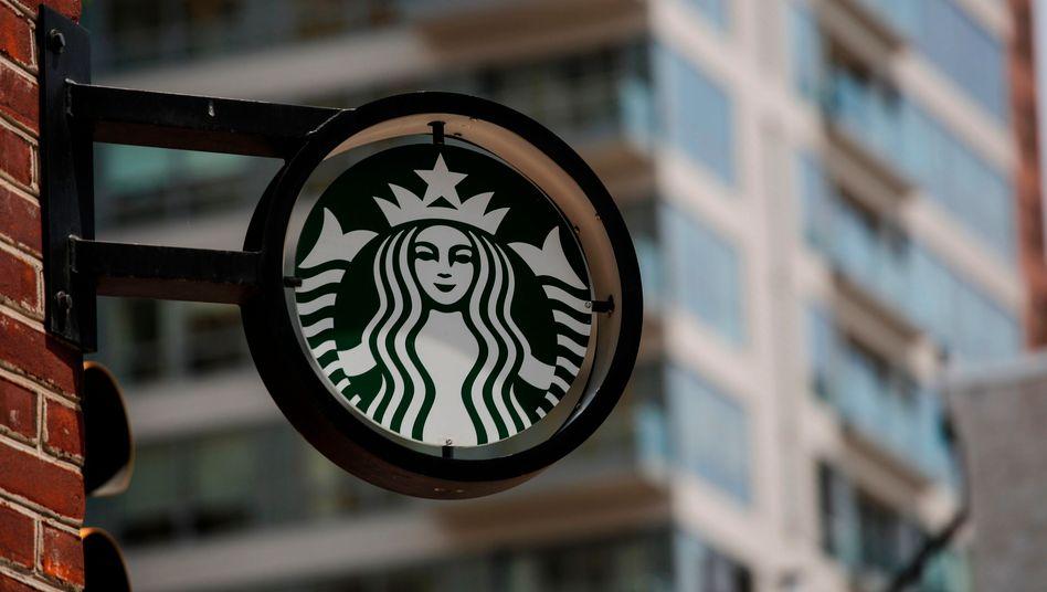 Wer ein Starbucks-Geschäft betreten will, muss eine Maske aufsetzen - so die Geschäftsregeln