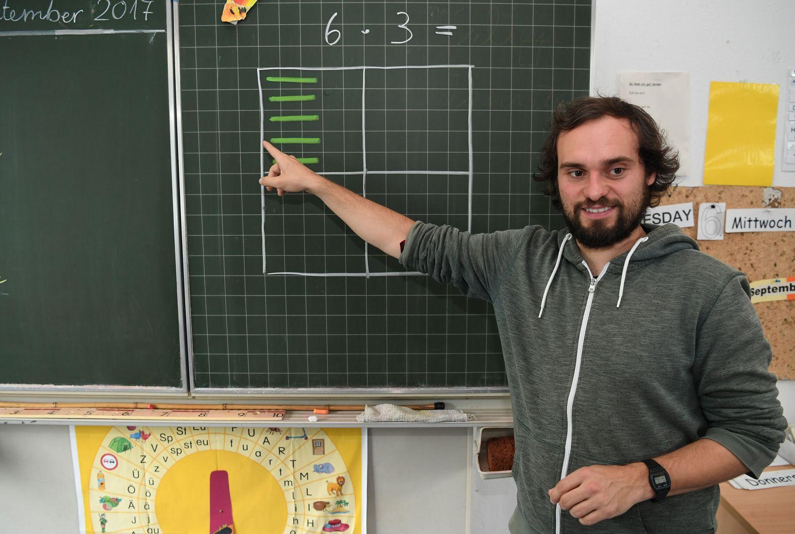 Männliche Grundschullehrer