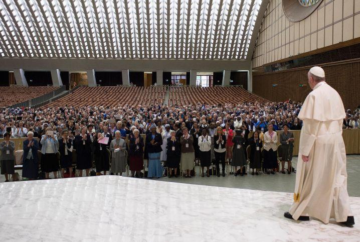 Papst Franziskus in der Aula Nervi
