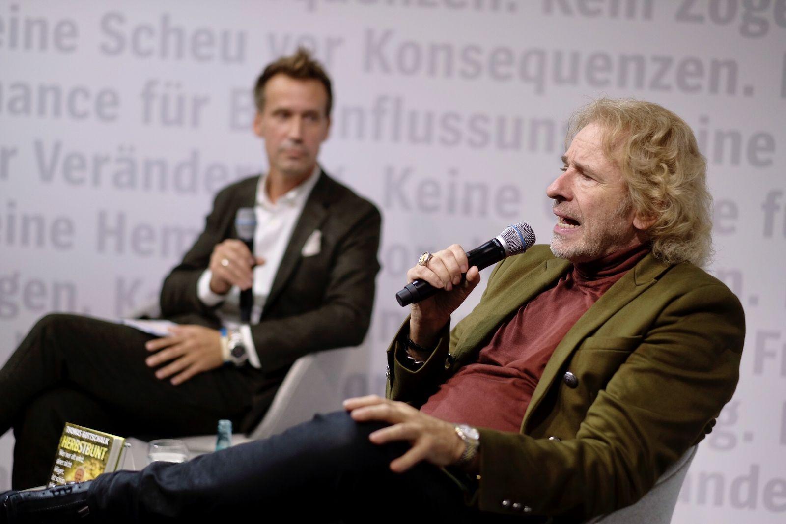 EINMALIGE VERWENDUNG Thomas Gottschalks / Spiegelstand auf / Buchmesse