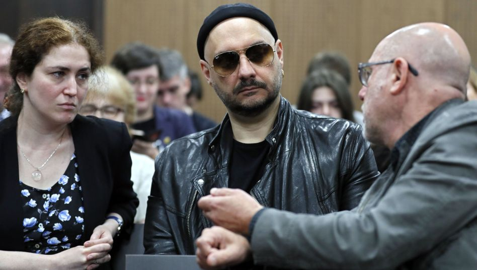 Kirill Serebrennikow (M.) wurde bereits im Sommer durch ein Gutachten entlastet