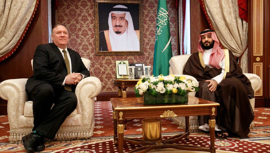 Mike Pompeo im Gespräch mit dem saudischen Kronprinzen Mohammed bin Salman
