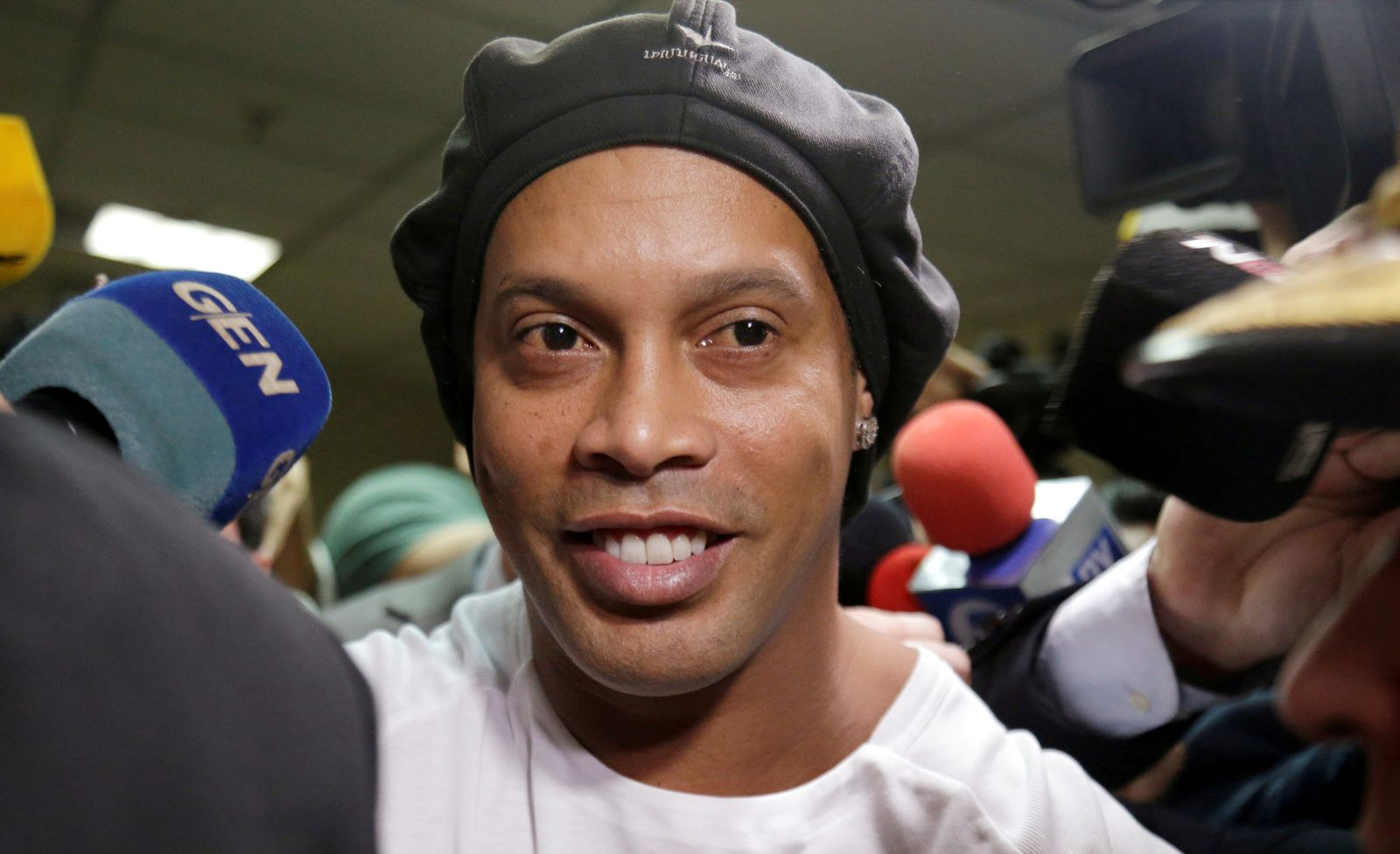 FILE PHOTO: Ronaldinho leaves Paraguay's Supreme Court after testifying in Asuncion