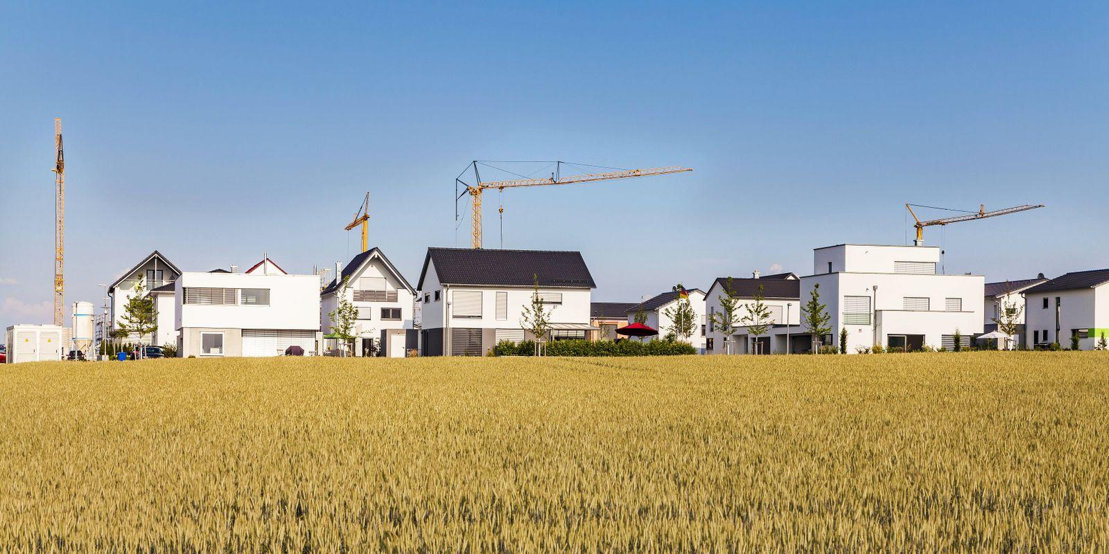 EINMALIGE VERWENDUNG Einfamilienhaeus / Immobilien / Baustelle / Huasbesitz / Grundbesitz / Immobilie / Haus