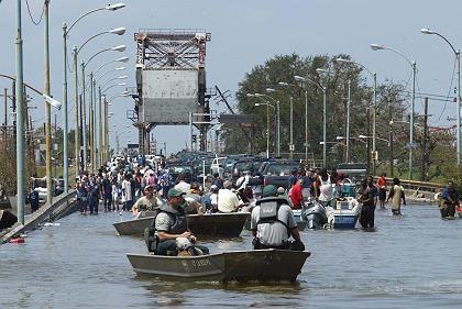 Boote in den Straßen von New Orleans: Zehntausende verlassen ihre Heime