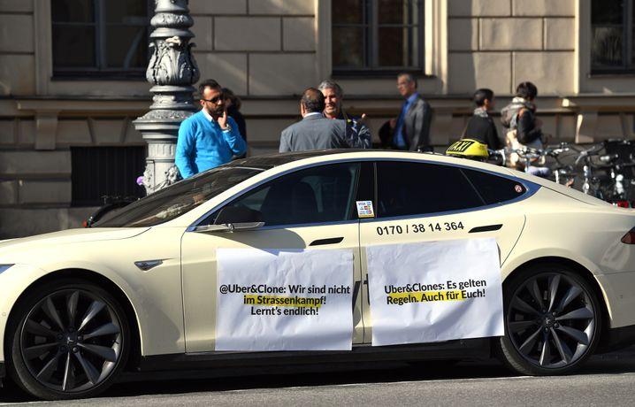 Protest von Münchner Taxifahrern am 26. Oktober gegen Uber