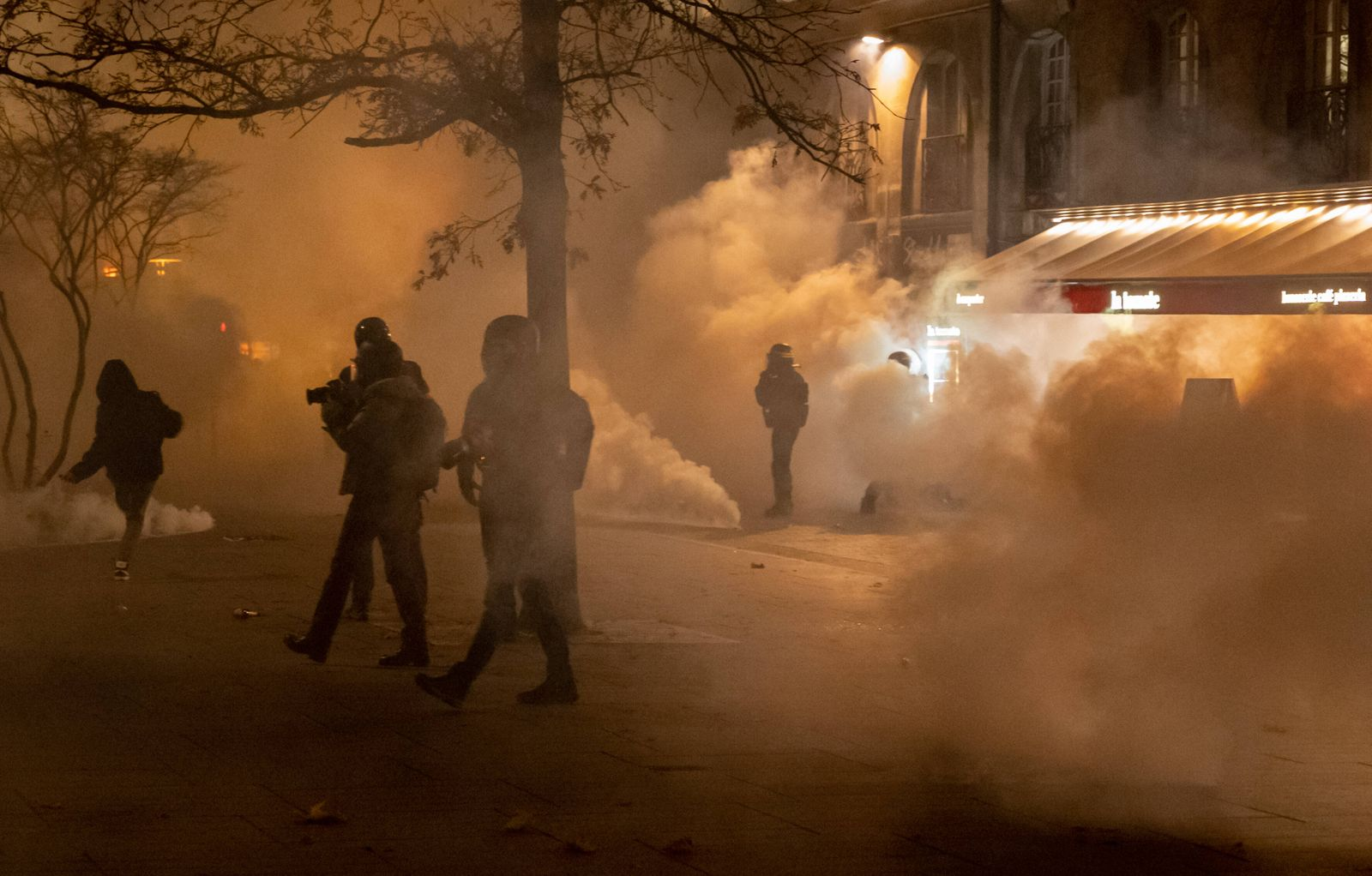 FRANCE : MARCH OF FREEDOM AND AGAINST THE LAW OF GLOBAL SECURITY On Friday, November 27, 2020, a thousand people demonst