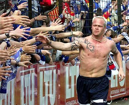 """Profi Tøfting (mit Fans des MSV Duisburg): """"Ich bin ein ganz normaler Typ"""""""