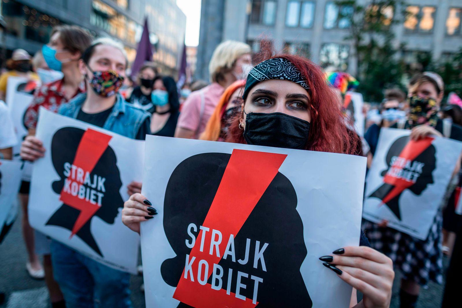 POLAND-POLITICS-WOMENS RIGHTS