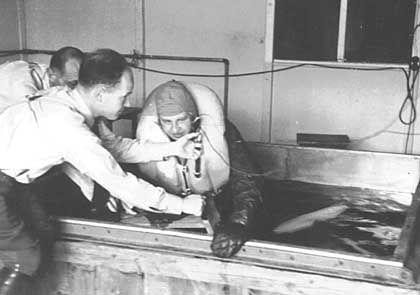 Perverse Experimente: Im KZ Dachau wurden Häftlinge für Unterkühlungsversuche in Eiswasser gesteckt