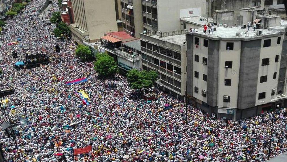 Venezuela: Opposition und Chavisten demonstrieren