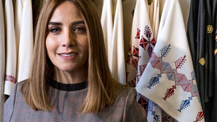 Designerin Noora Khalifeh in ihrem Laden