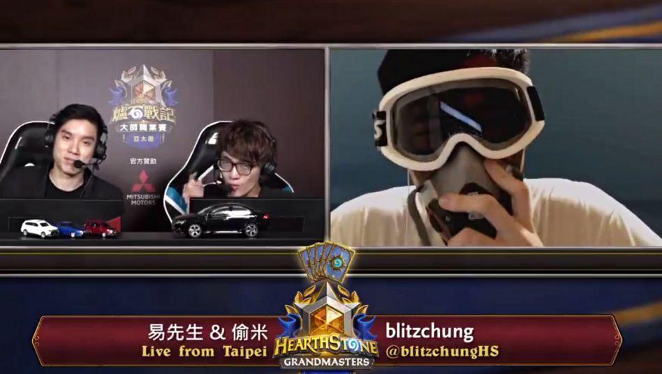 "Chung Ng Wai alias ""Blitzchung"" (rechts) im Livestream"