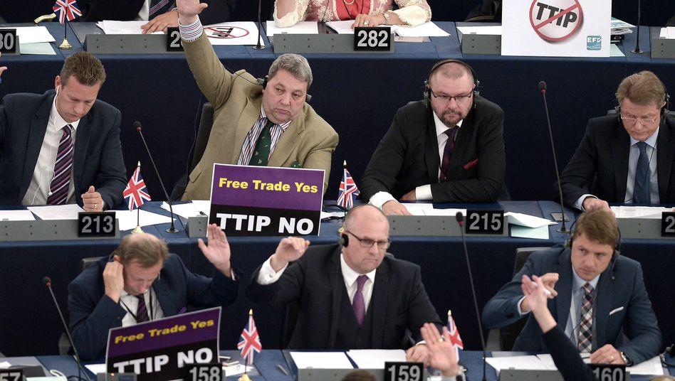 Freihandelsabkommen: TTIP-Debatte nach Tumulten im EU-Parlament gestrichen