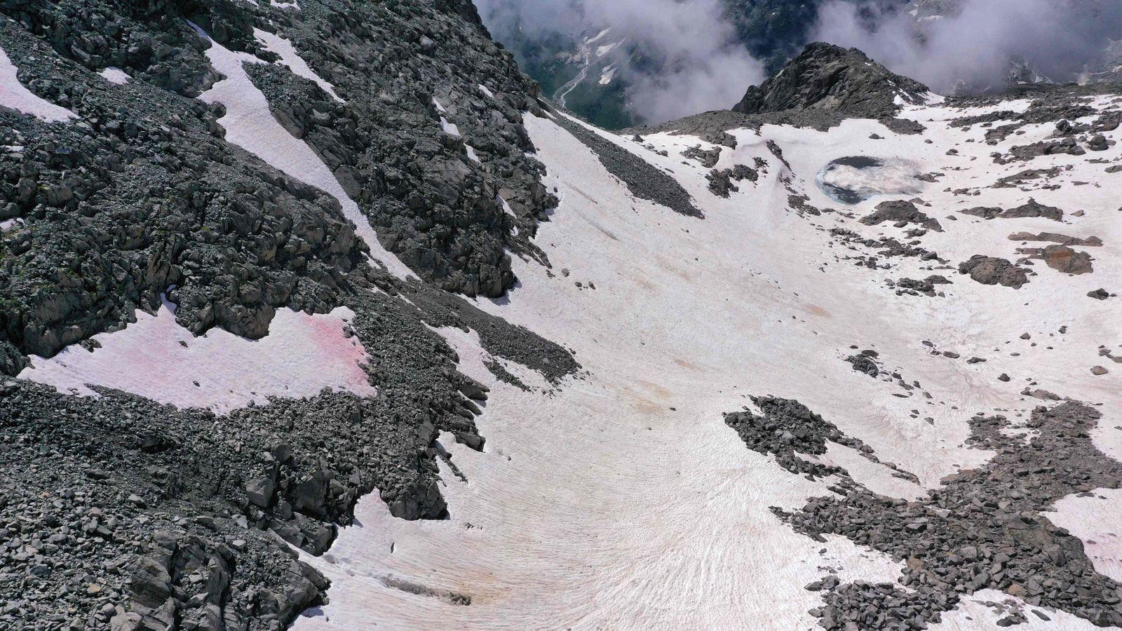 ITALY-MOUNTAIN-ENVIRONMENT-SNOW-ALGAE