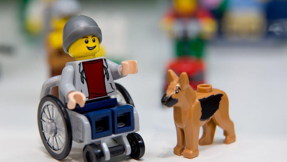 """Eine Lego-Figur im Rollstuhl: """"Danke für die Förderung von Vielfalt!"""""""