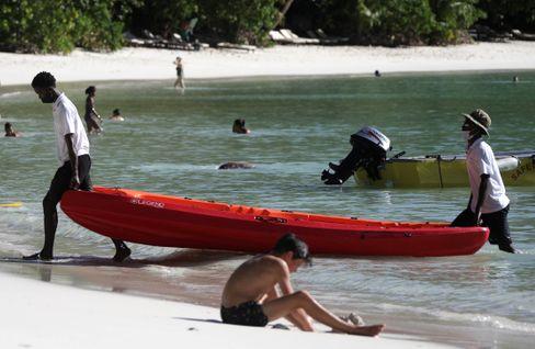 Strand auf Mahé, Hauptinsel der Seychellen