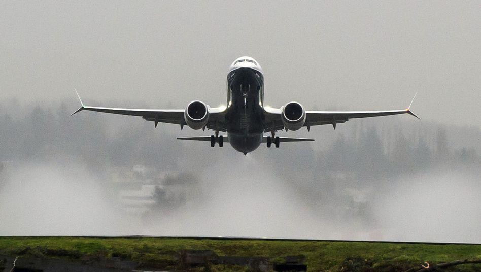 Boeing 737 Max 8: Sicherheitssystem von den eigenen Leuten genehmigt?