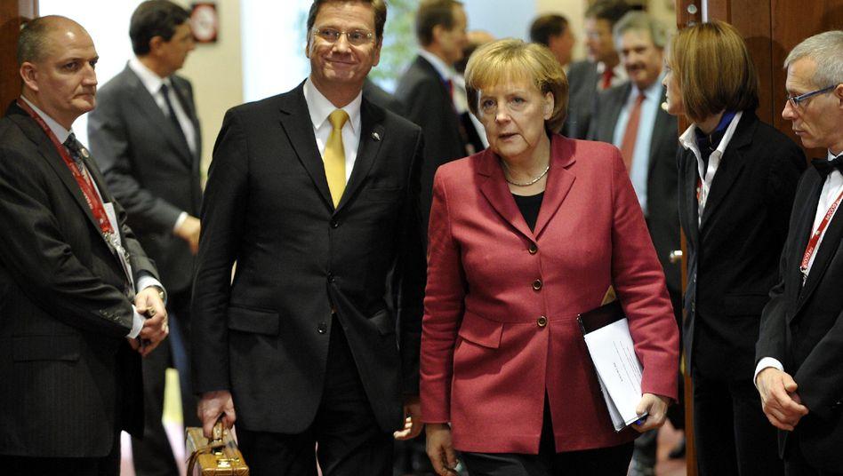 Angela Merkel und ihr neuer Außenminister Guido Westerwelle: Aufmarsch in Brüssel