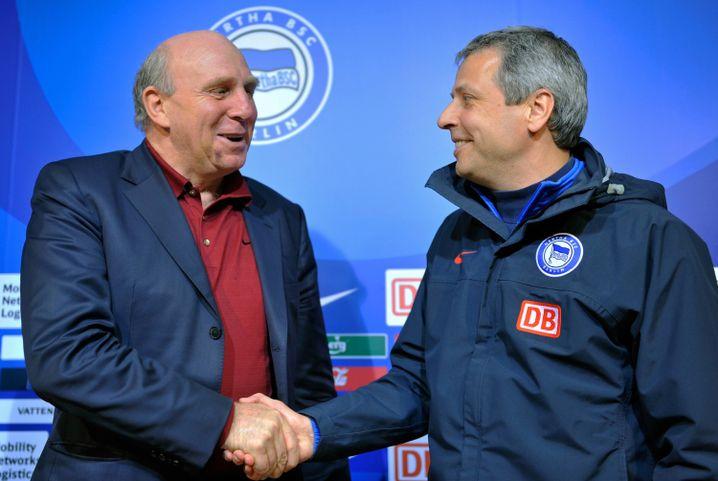 Hertha-Manager Dieter Hoeneß (l) 2009, Trainer Lucien Favre