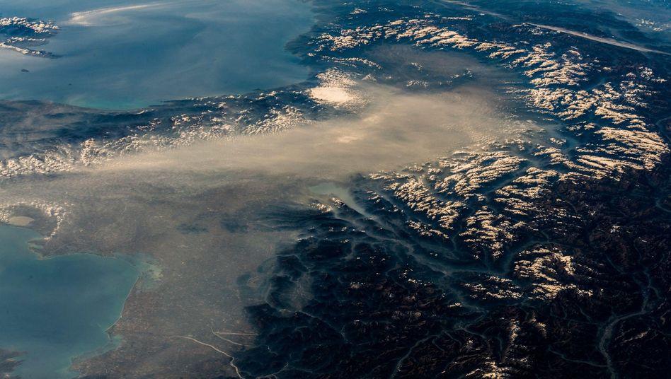 Smog über den Alpen