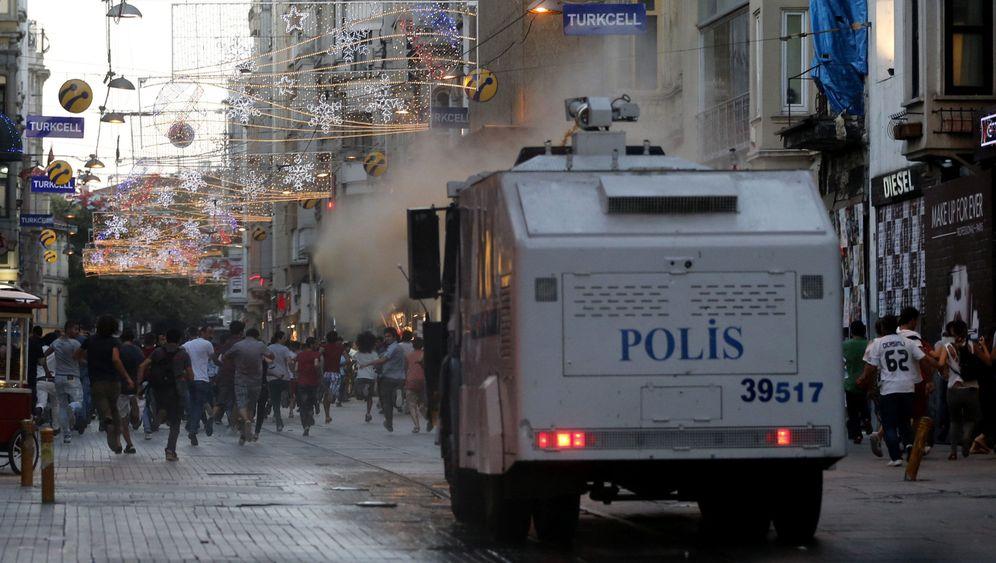 Istanbul: Polizeieinsatz inmitten von Flaneuren