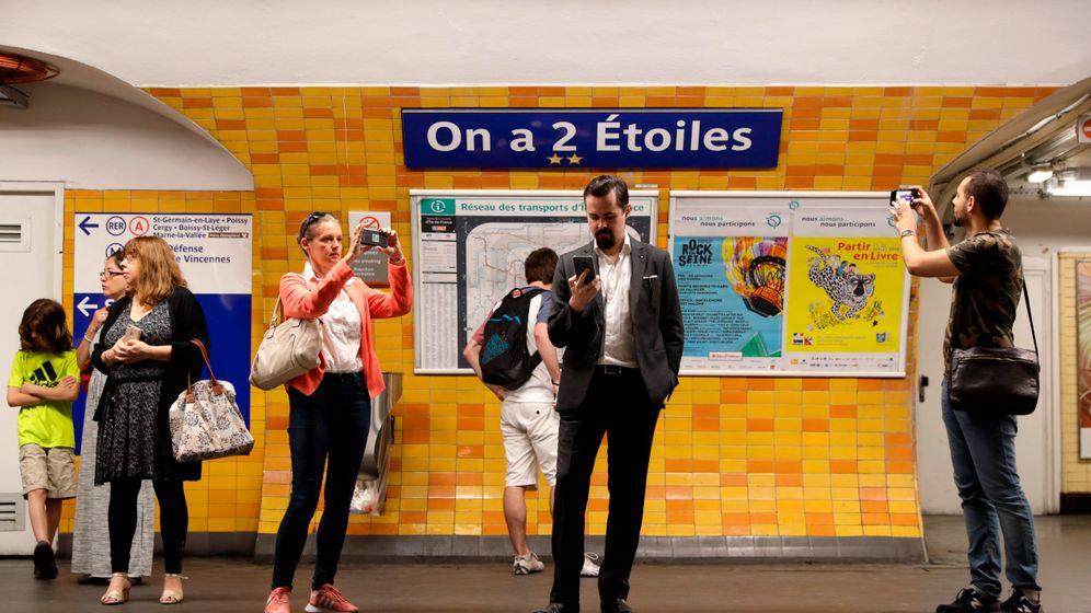 "Paris: ""Nächster Halt - Deschamps-Élysées"""