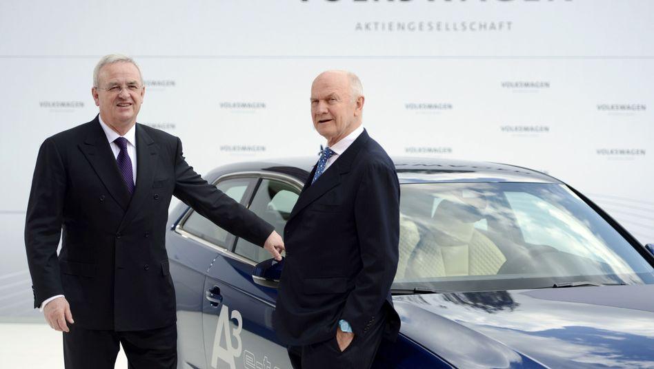 Martin Winterkorn (l.) und Ferdinand Piëch im April 2012 (Archivfoto)