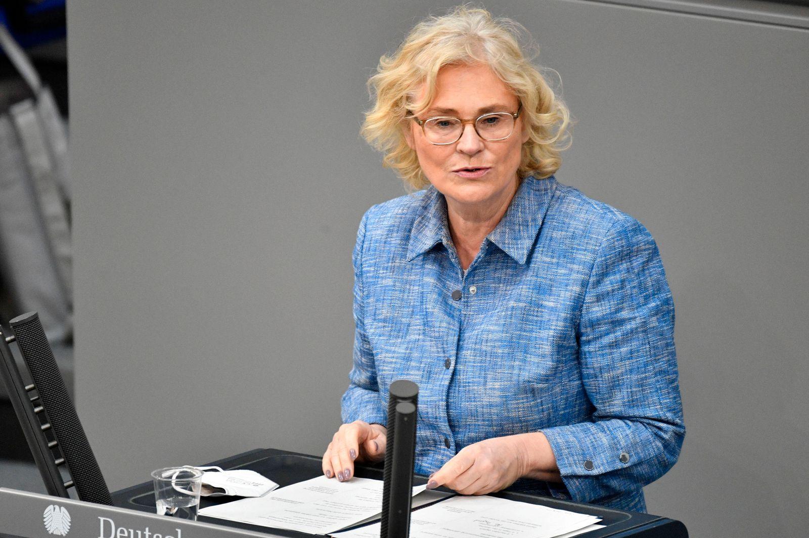 Christine Lambrecht in der 231. Sitzung des Deutschen Bundestages im Reichstagsgebäude. Berlin, 21.05.2021 *** Christin