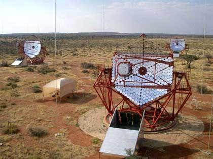 Vierfach-Teleskop H.E.S.S.: Extrem kurze Tscherenkow-Blitze aufgespürt
