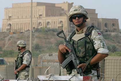 Polnische Soldaten im Irak (bei Babylon): Kosmopolitischer Osten, provinzieller Westen?
