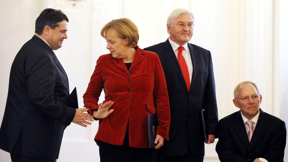 Bundeskanzlerin Merkel, SPD-Chef Gabriel: SMS belastet das Verhältnis