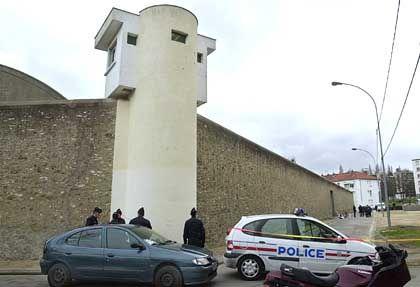 Die Täter waren in Polizeiuniformen vor dem Gefängnis vorgefahren