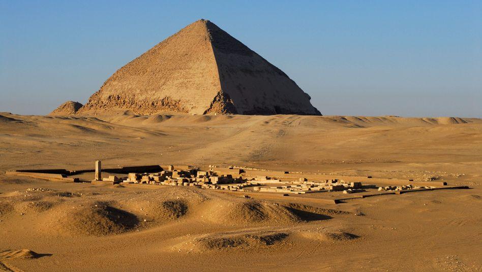 Knickpyramide des Pharao Snofru: Tempel in Dahschur