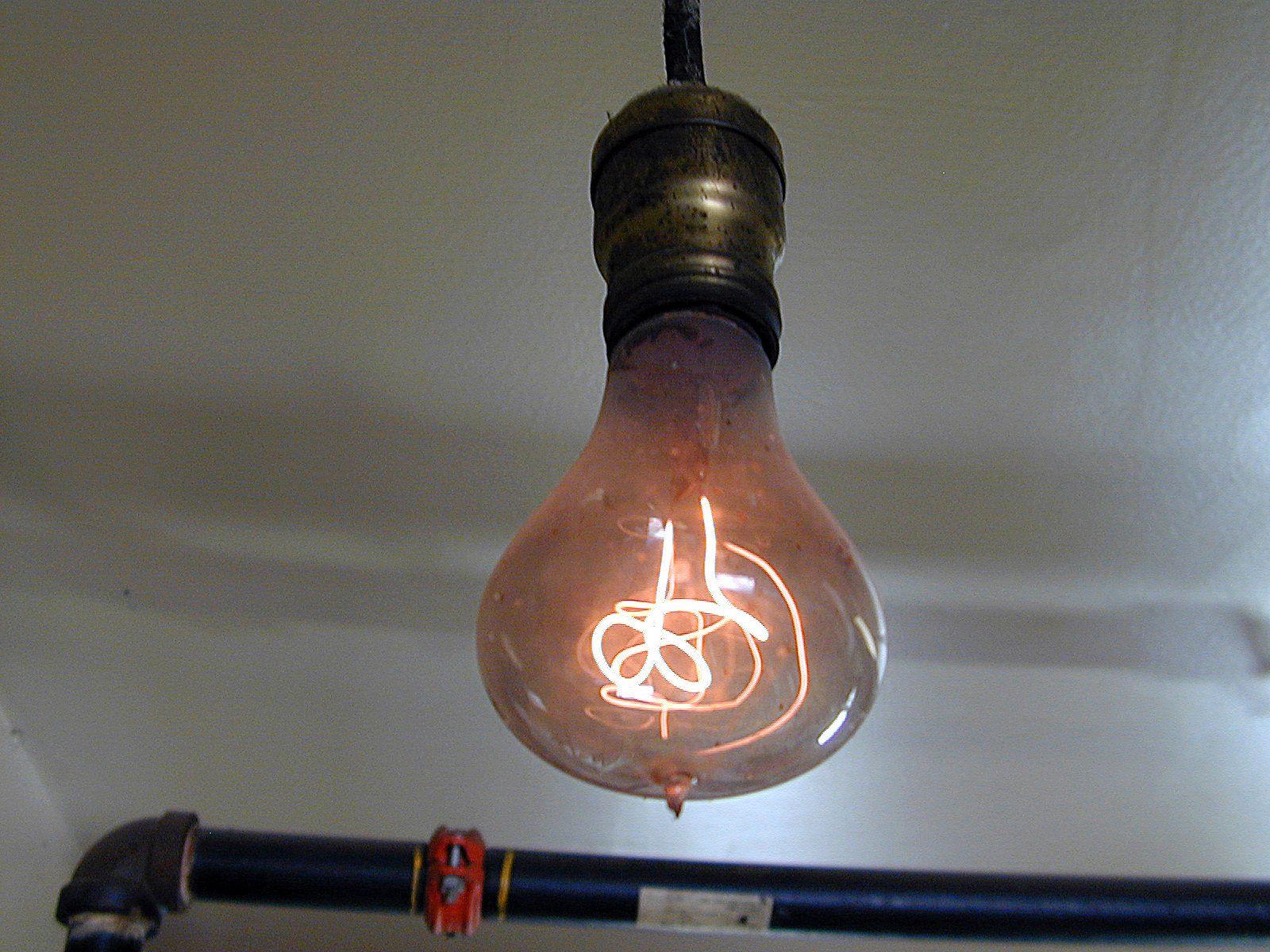 110 Jahre alte Glühbirne