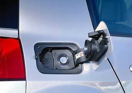 In die Klappe integrierter Tankdeckel beim Renault Mégane: Keine schmutzigen Hände mehr beim Tanken