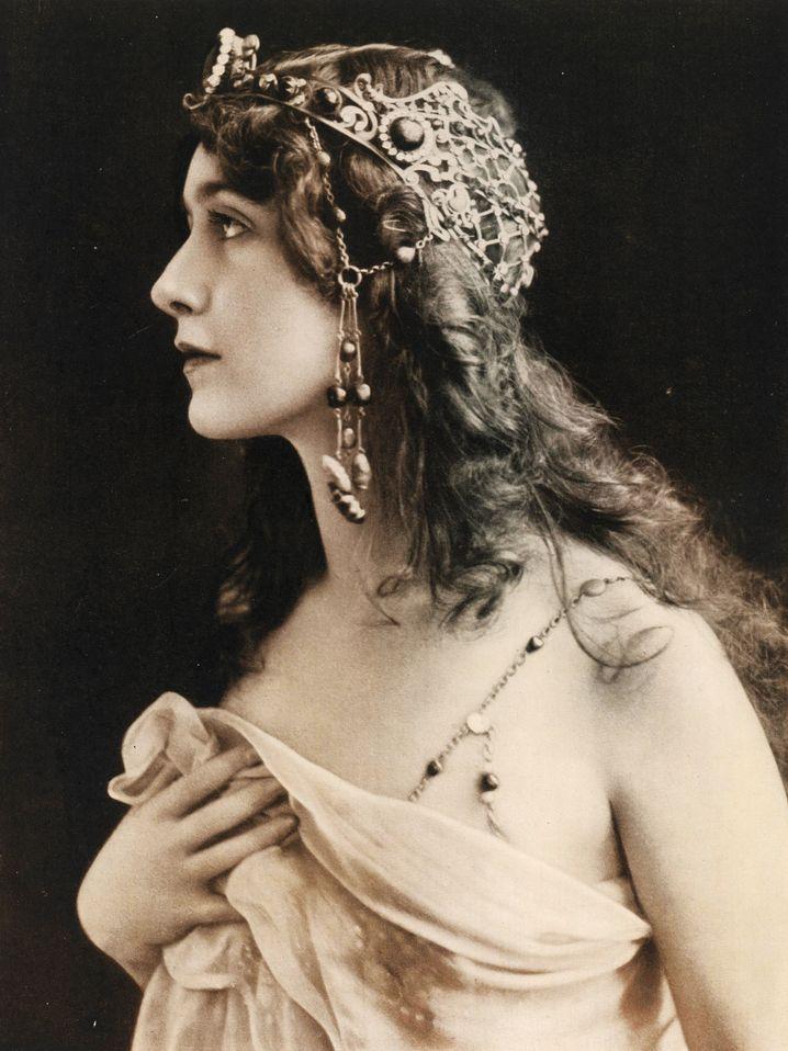 Lina Cavalieri (1907), Sopranistin und Herzensbrecherin