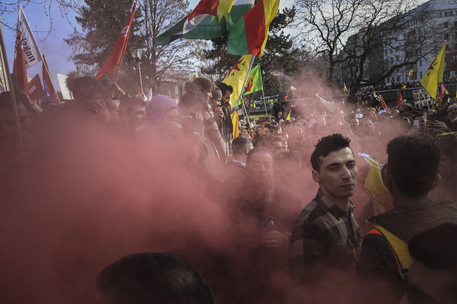 EINMALIGE VERWENDUNG NUR FÜR SPIEGEL Plus SPIEGEL 12/2018 Kurden in Deutschland (STARTBILD)