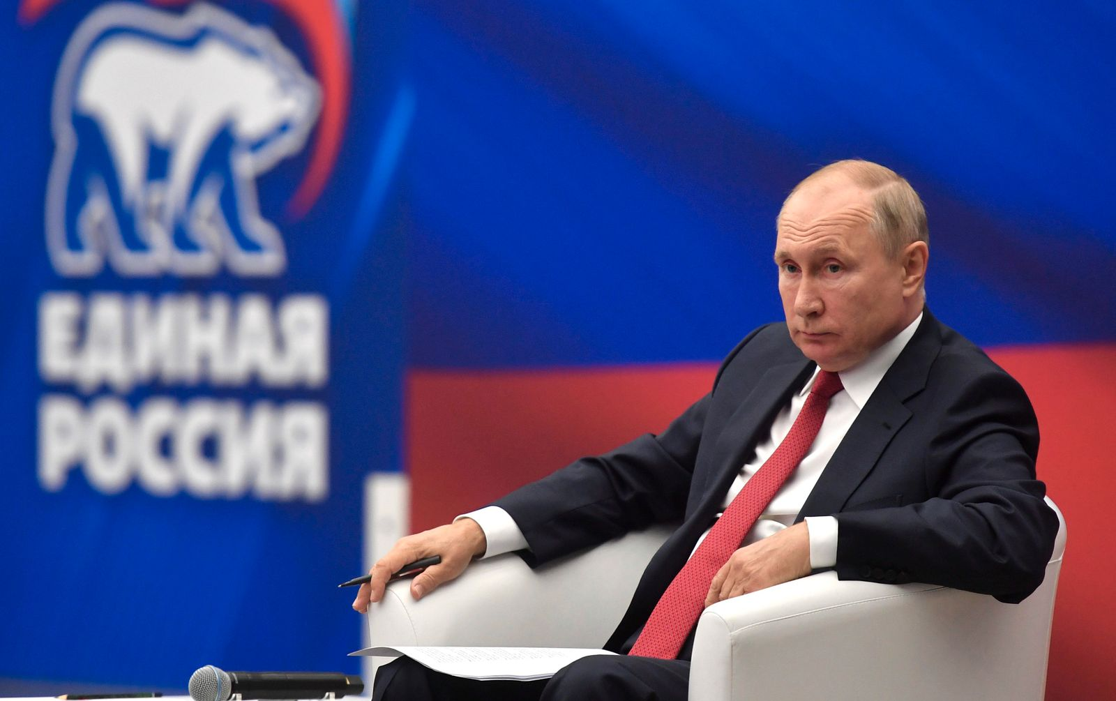 Putin attends United Russia party meeting in Moscow