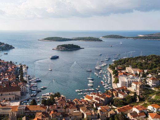 Hafen der Stadt Hvar