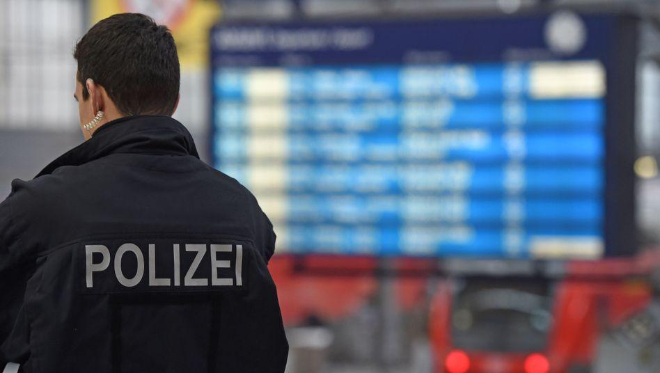 Polizist in Münchner Hauptbahnhof: Teilsperrungen wegen Drohungen
