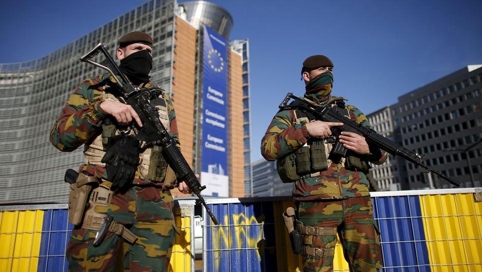 Belgische Soldaten vor dem Gebäude der EU-Kommission: Ziehen sie bald wieder ab?